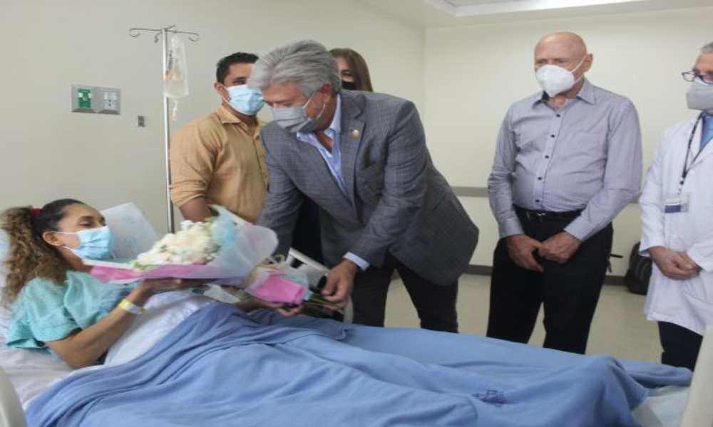 """Padres celebran el nacimiento de quintillizos en Ecuador: """"Es un regalo de Dios"""""""