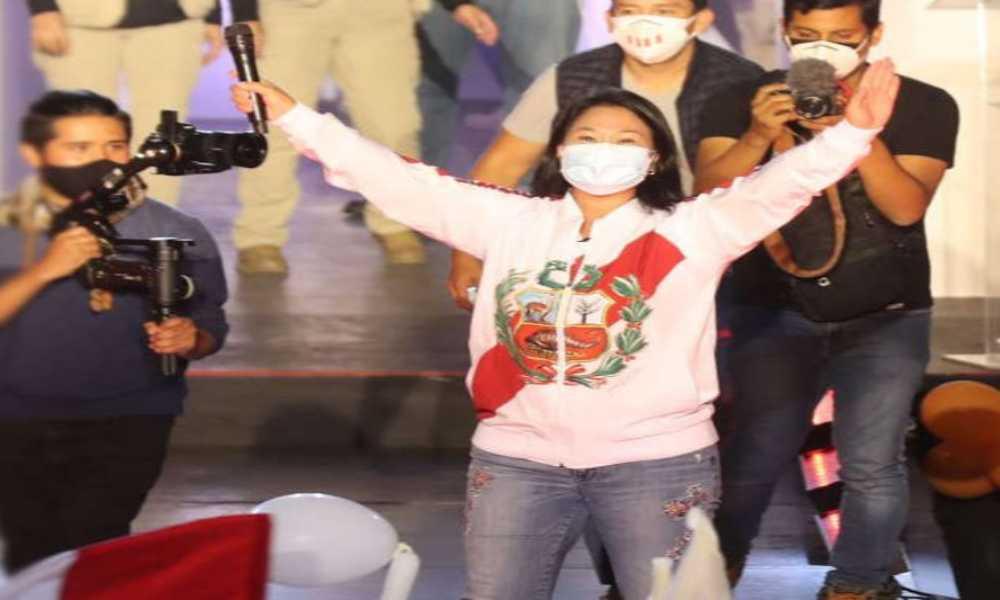 Perú: iglesia pide no mezclar religión y política luego de que Fujimori orara para ganar