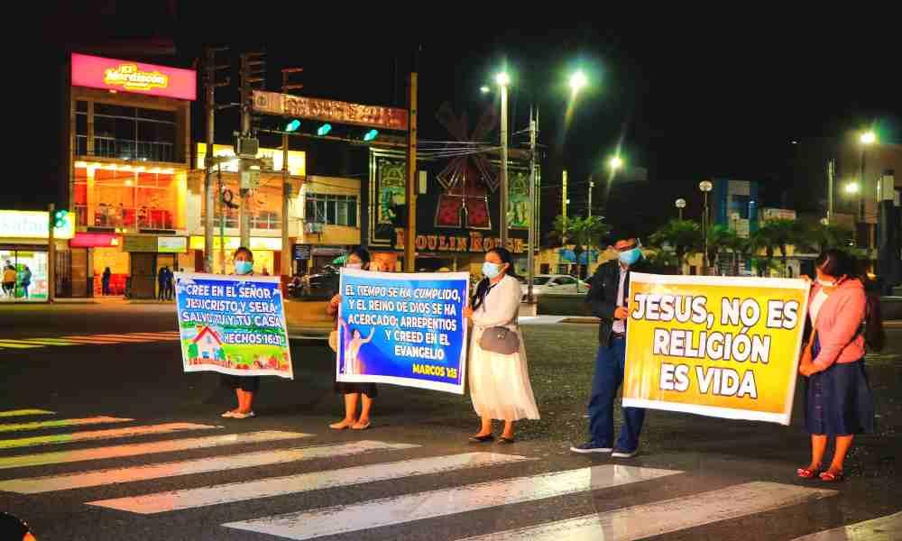 Perú: jóvenes cristianos salen a compartir el Evangelio en las calles