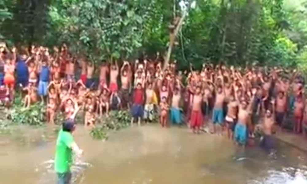 Video: cientos de indígenas aceptan a Jesús y piden ser bautizados
