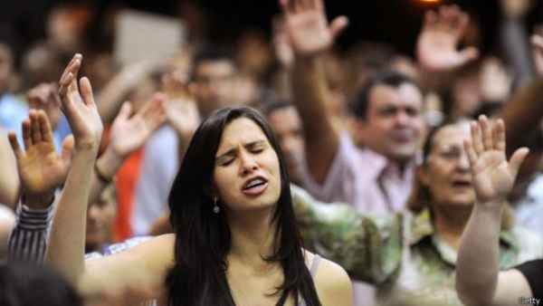 Abuchean a cristiana en una iglesia por ser mujer