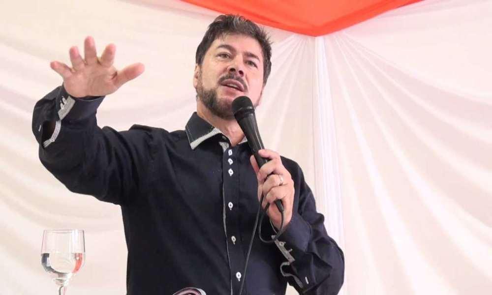 """""""Cambiar la palabra separación por superación"""" aconseja Pastor Engel"""