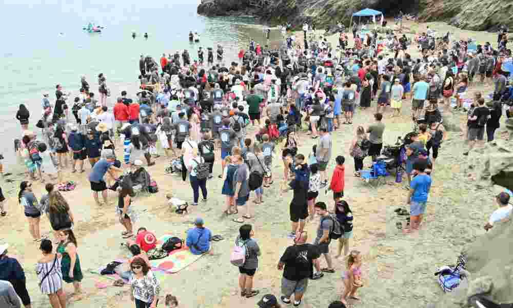 Iglesia bautiza a 1200 personas que ahora dedican sus vidas a Jesús
