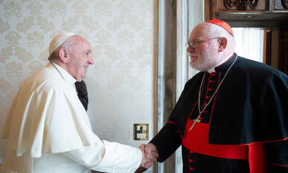 Jefe de la Iglesia en Alemania renuncia por no combatir el abuso sexual
