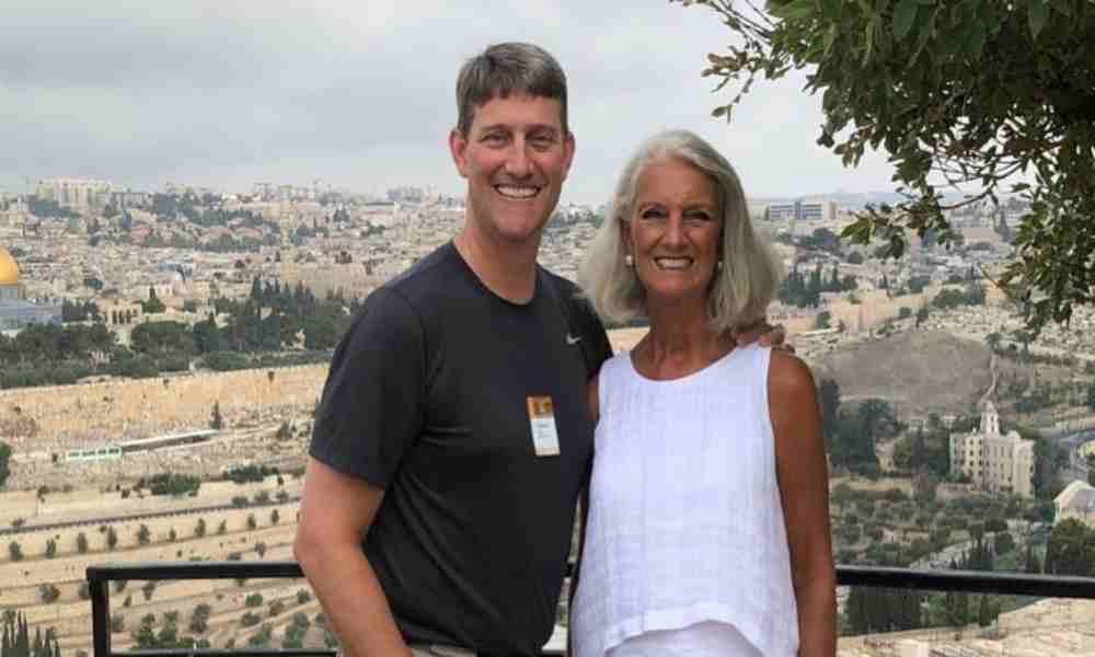 Anne Graham Lotz pide a cristianos que oren por su hijo que está en la UCI
