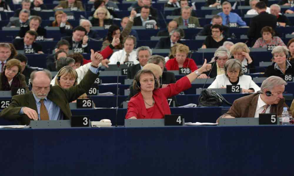 Diputados europeos llaman a cristianos extremistas por rechazar el aborto