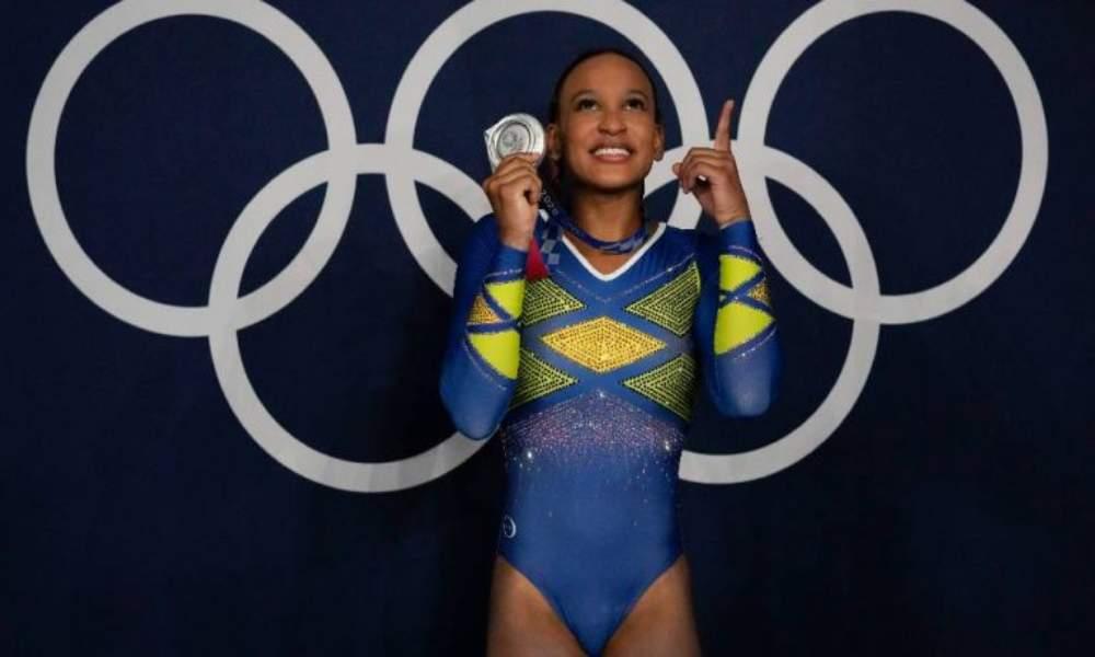 Gimnasta brasileña gana en las olimpiadas y agradece a Dios por su logro