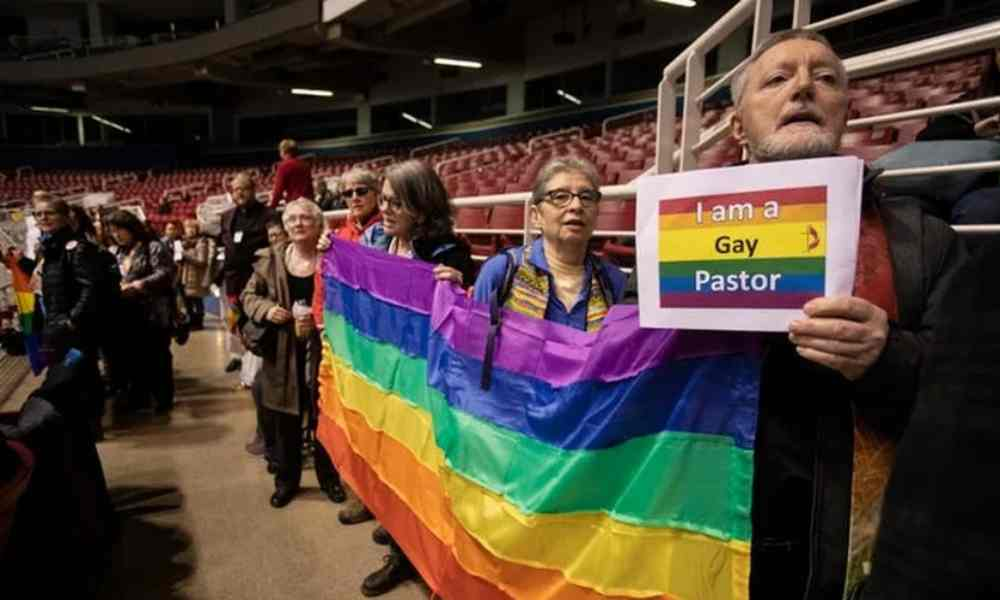 Iglesia metodista de Reino Unido aprueba el matrimonio homosexual