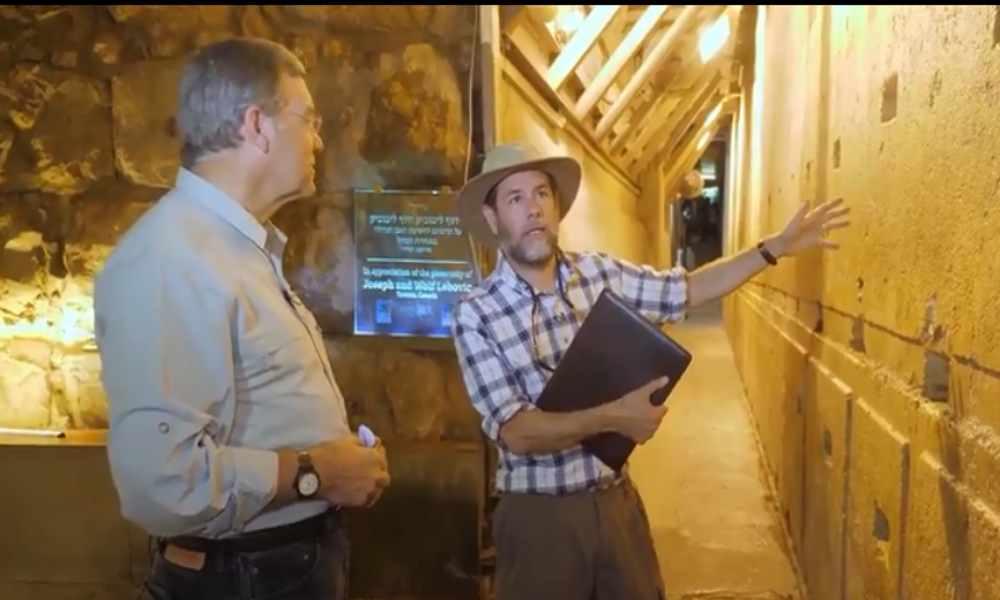 Investigador asegura que el Arca de la Alianza está detrás de una roca gigante