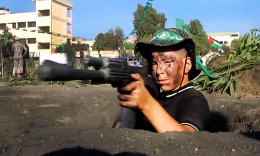 Jihad y Hamás realizan campamentos donde los niños aprenden sobre armas