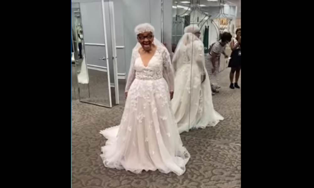 Martha cumple su sueño de vestirse de novia a los 94 años