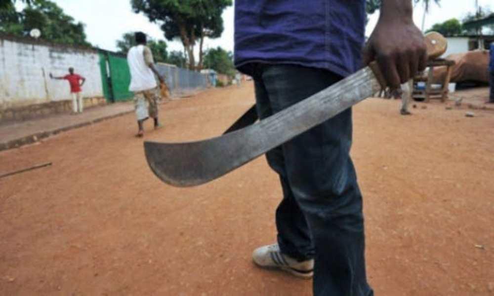 Musulmán ataca con un machete a su hermano por declararse cristiano