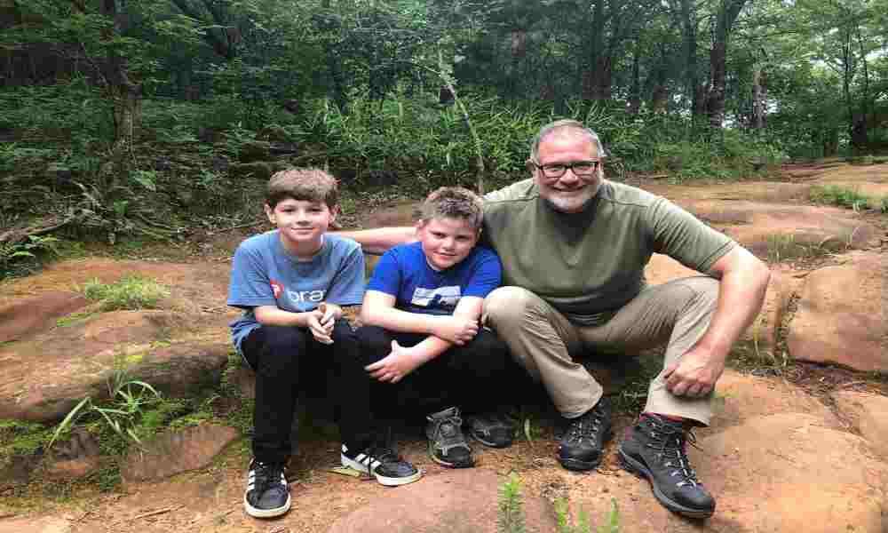 Padre puede ser arrestado por intentar salvar a su hijo de transición de género