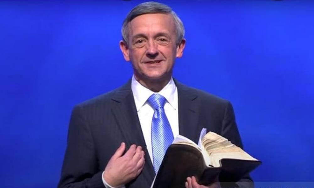 """Pastor insta a cristianos a vacunarse: """"Valoren la vida fuera del útero"""""""