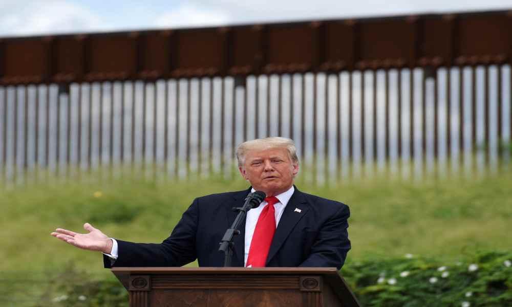 """¿Quieren fronteras abiertas o son incompetentes?"", Trump ataca a Biden"