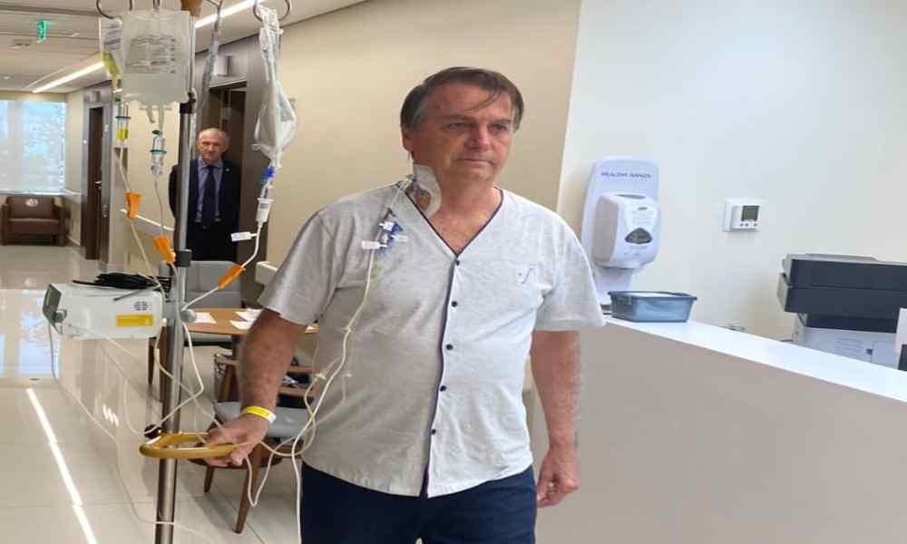"""""""Solo Dios me saca de la presidencia"""", dice Bolsonaro al salir del hospital"""