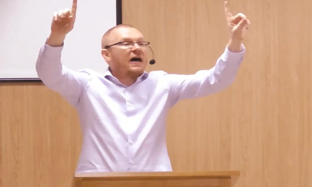 Will Graham confronta Testigos de Jehová por decir que Cristo no es Dios
