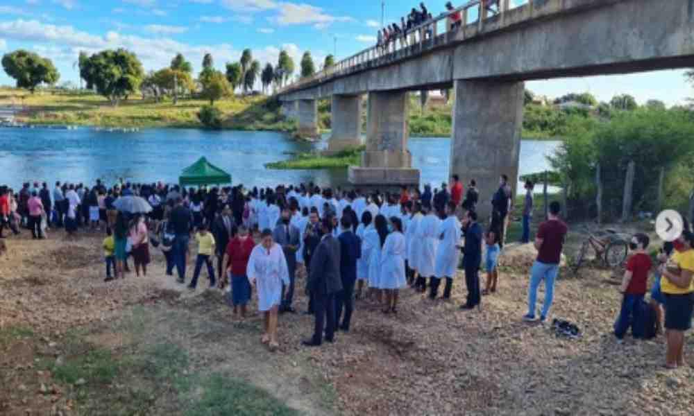 Bautizo masivo: 424 personas consagraron su vida al Señor en Brasil