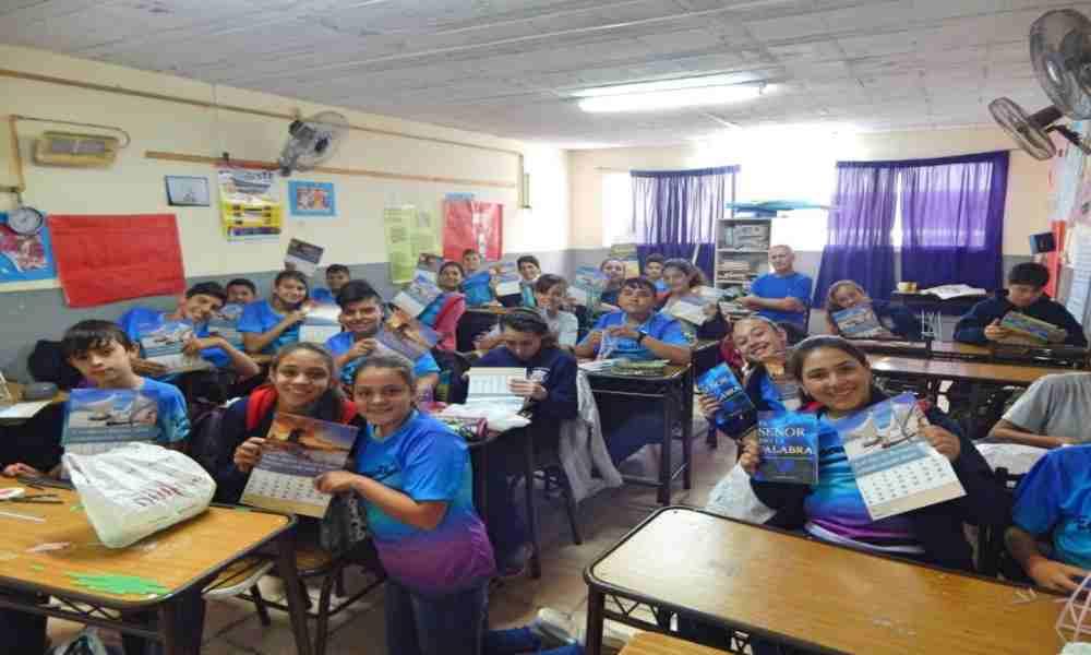 Escuelas ofrecen educación bíblica gracias a una donación millonaria