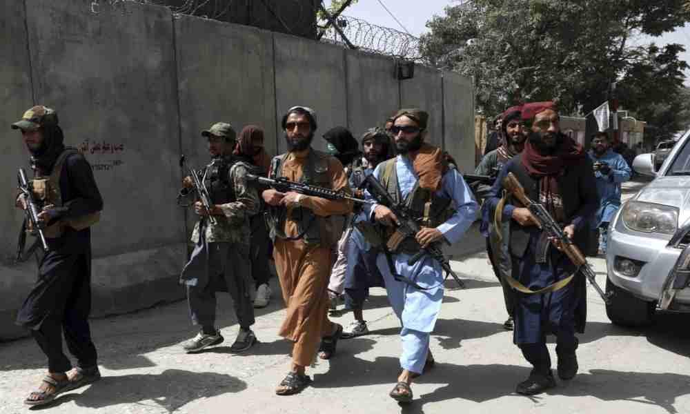 Informe indica que los talibanes violan a los cadáveres de mujeres