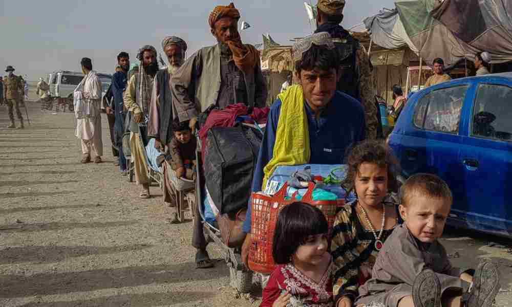 Los talibanes prohíben a los afganos salir del país