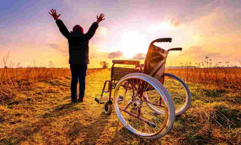 Mujer paralítica vuelve a caminar tras soñar con Jesús: «Me dijo que tirara las muletas»