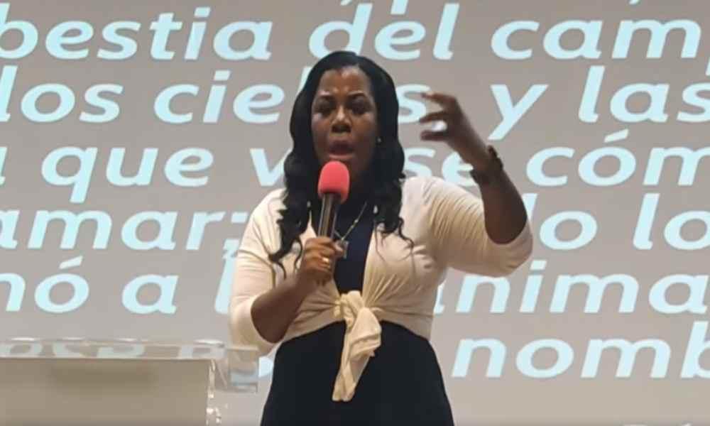 """Pastora Key Lewis: """"No hay trinidad, es el mismo espíritu que cambia de forma"""""""