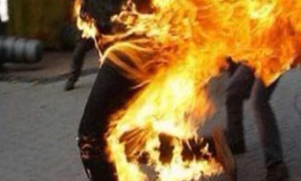 Talibanes prenden fuego a una mujer por cocinar mal