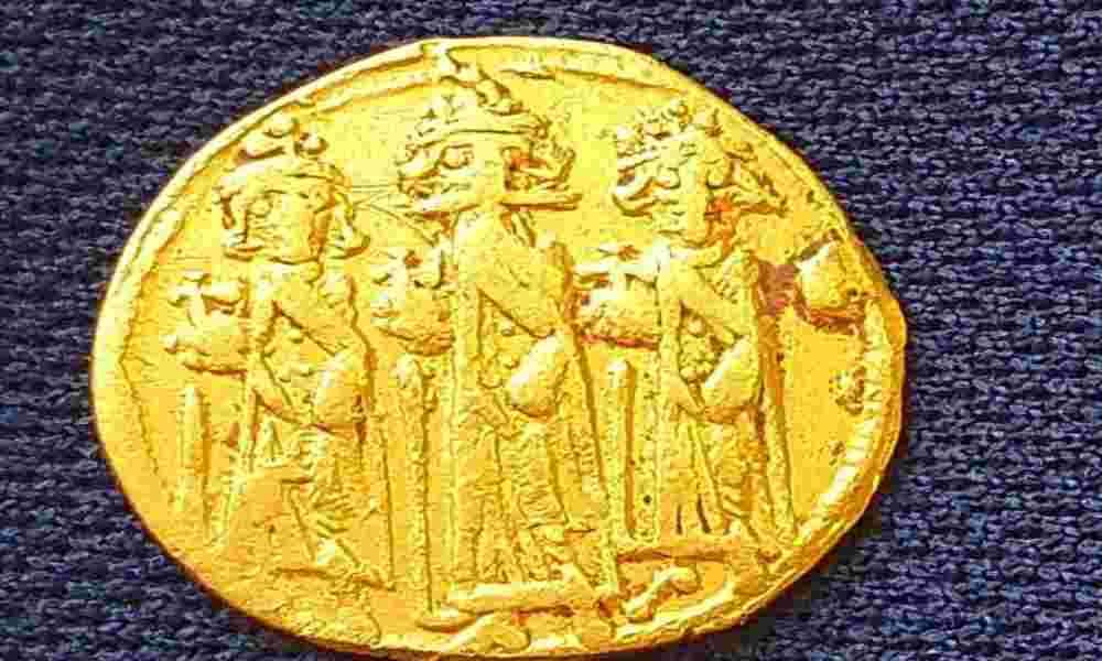 Arqueólogos descubren una moneda que representa la crucifixión de Jesús