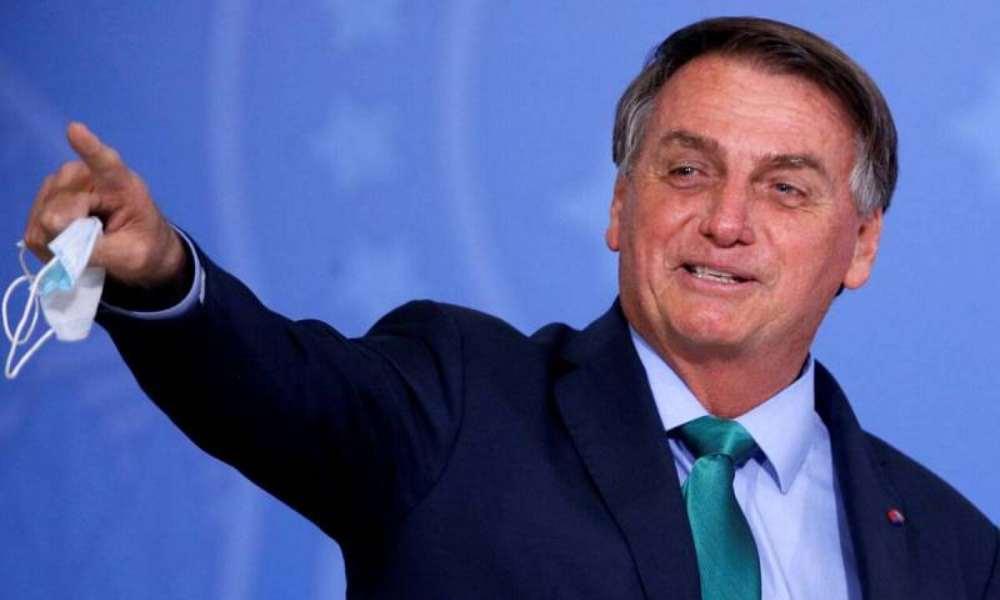 Bolsonaro agradece a Dios por seguir en pie después de tantas crisis