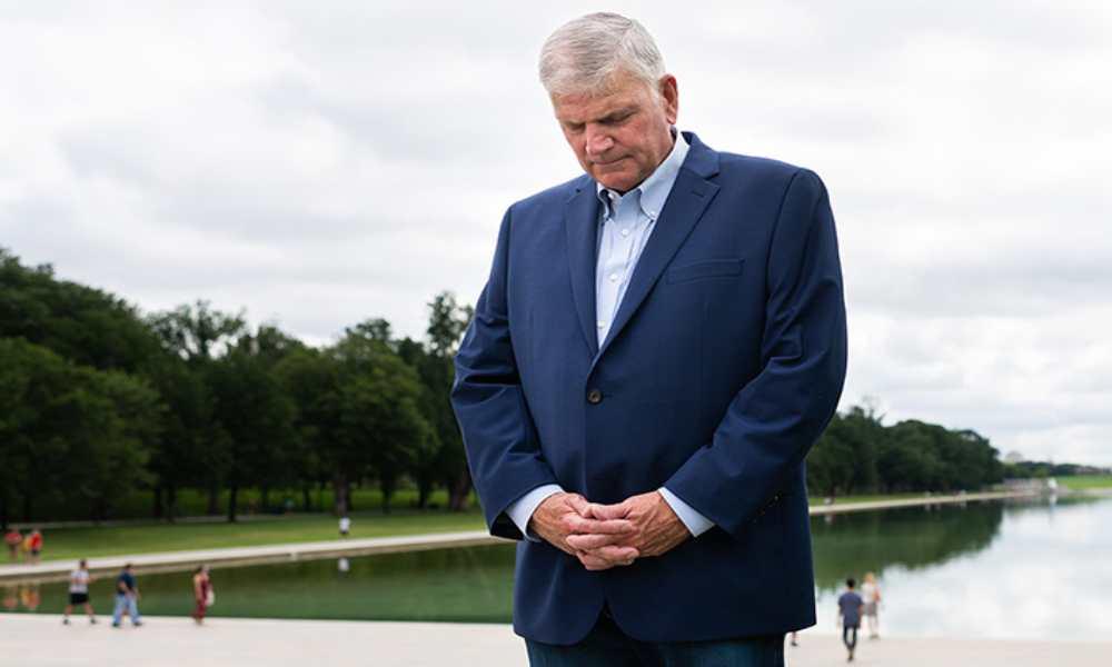 Franklin Graham pide oraciones por Afganistán, «necesitamos un milagro de Dios»