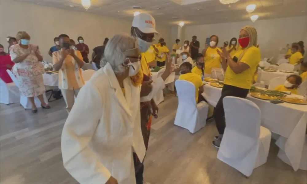 Mujer de 100 años revela que «servir al Señor» es el secreto de su larga vida