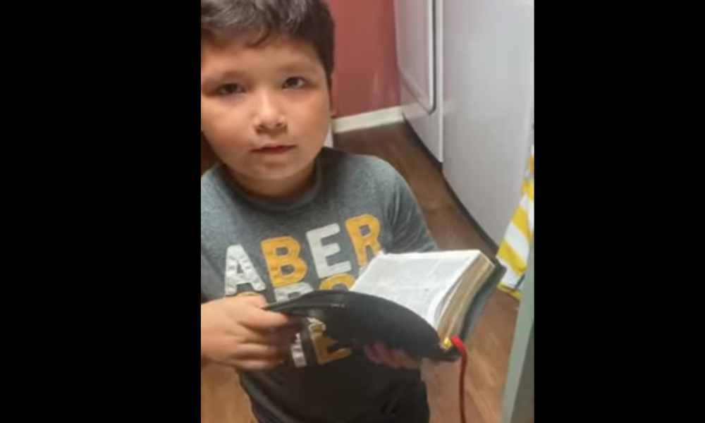 Tierno niño lee Hebreos 4:12 y dice que quiere ser pastor (video)