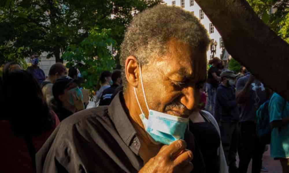 Reverendo pide pruebas de vacunación para permitir la entrada al culto