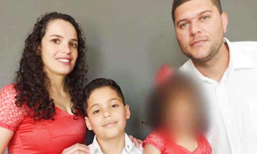 Cantante cristiana y su hijo son asesinados a puñaladas en su casa
