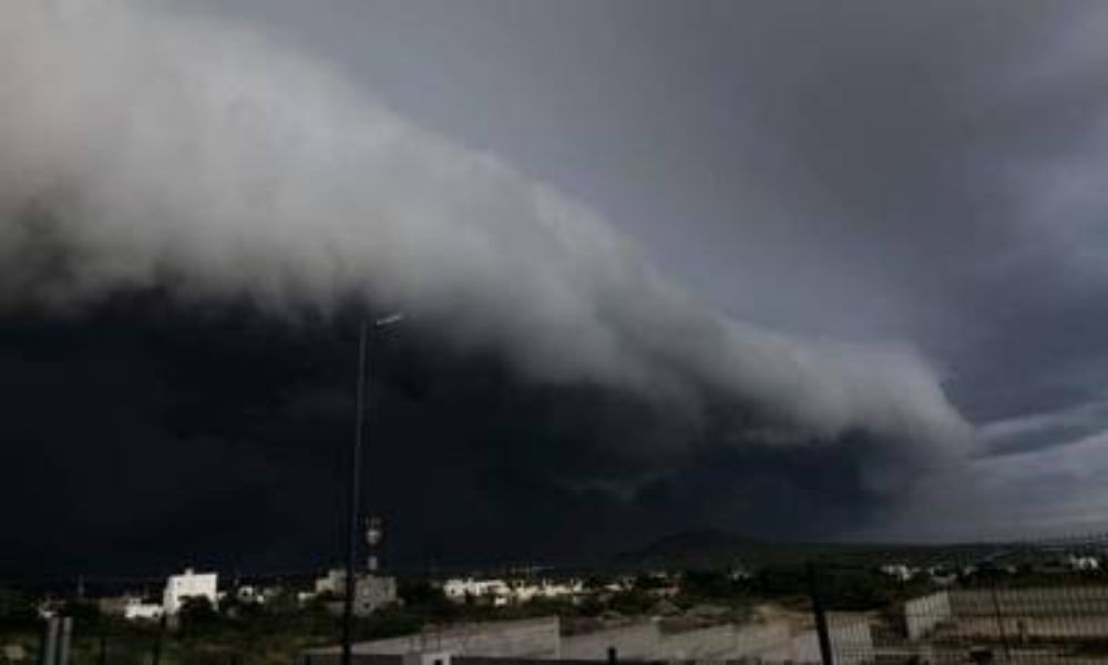 Huracán Olaf impacta en Baja California en categoría 2