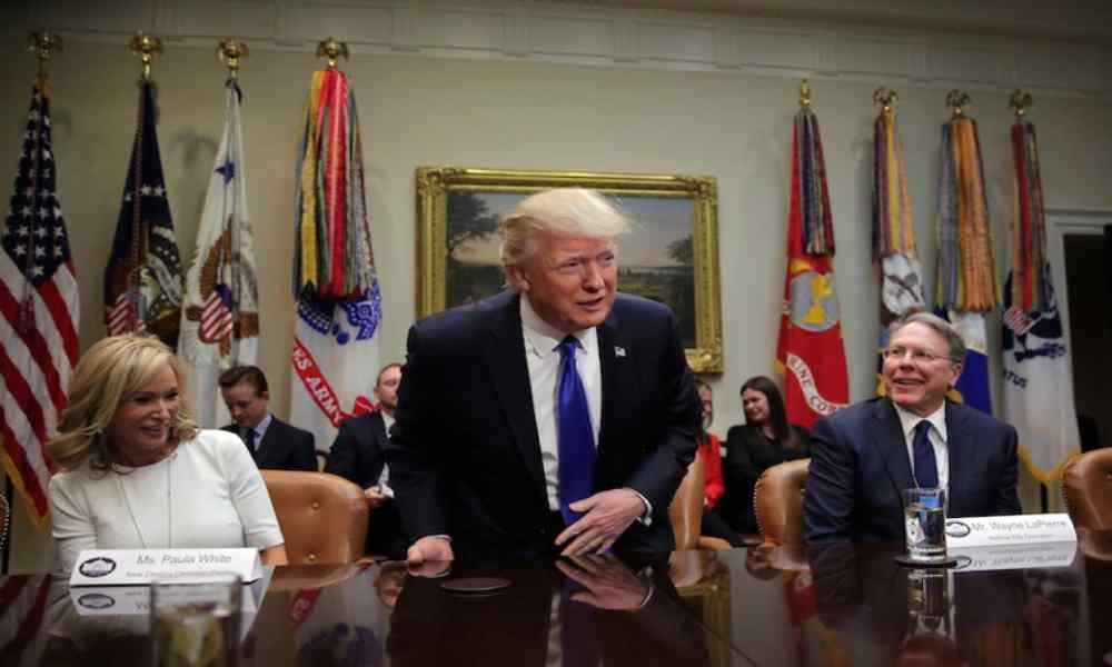 Trump convoca una nueva Junta Asesora Nacional de Fe junto a Paula White