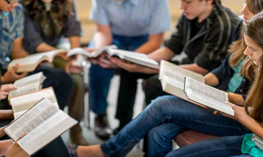 YouVersion se asocia con grupos de traducción para traducir la Biblia a nivel mundial para 2033