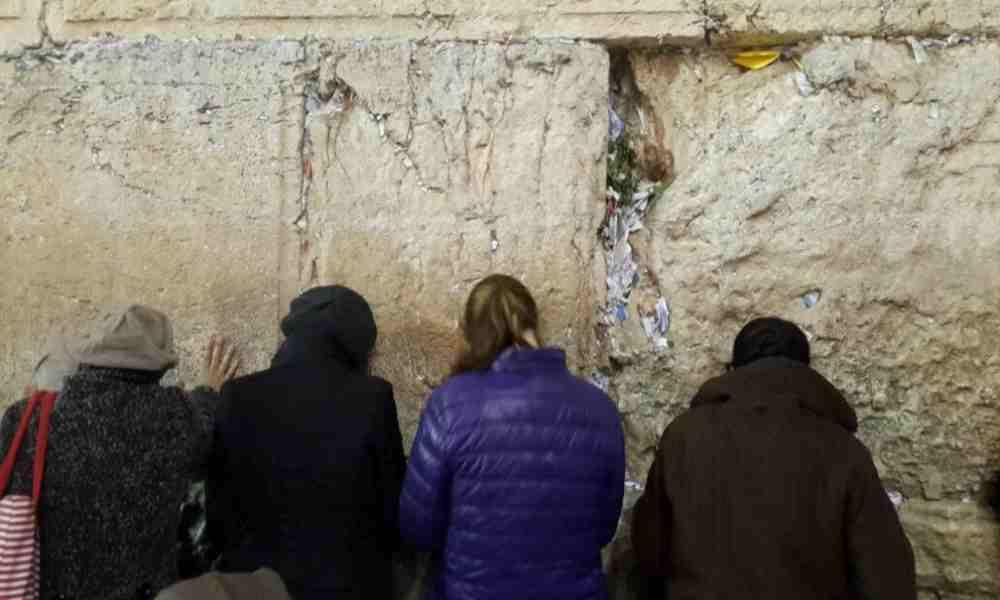 Aumenta el número de cartas enviadas a Dios al Muro de los Lamentos
