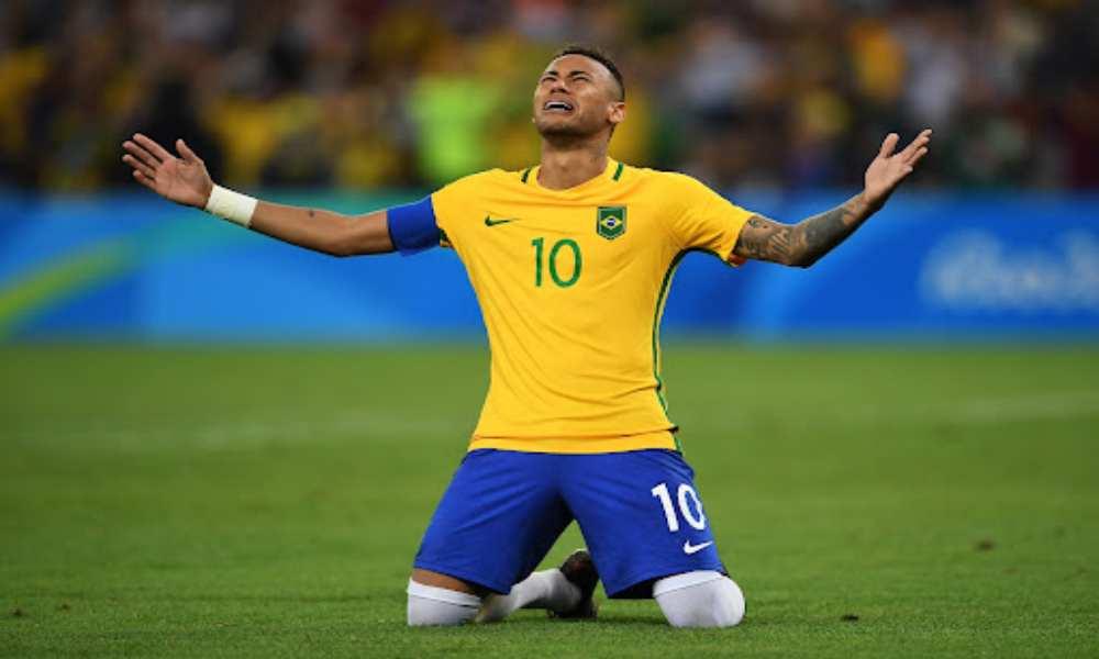 PSG le paga $7 millones al año a Neymar por evitar hablar de Dios