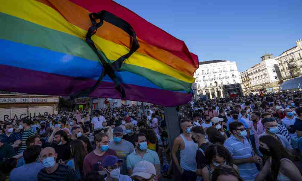Encapuchados agreden a un miembro de la comunidad LGBT en Madrid