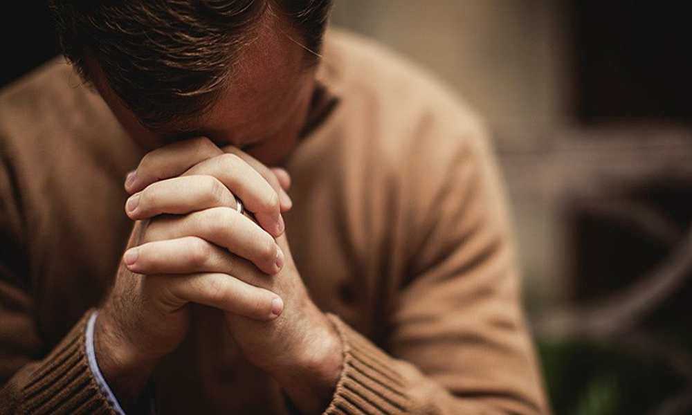Encuesta: Británicos creen que la oración es buena para su salud mental