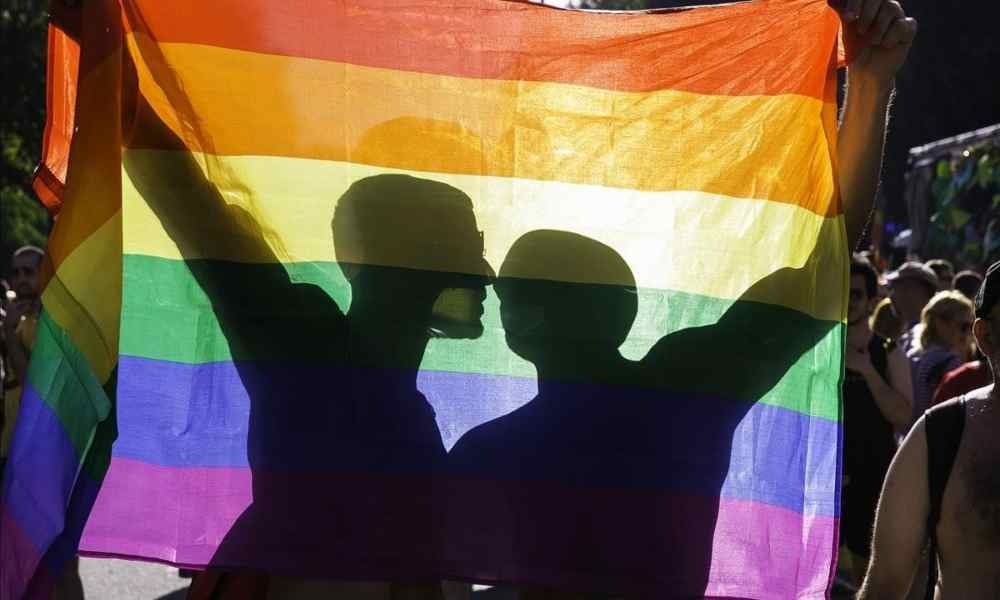 Iglesia en Gales permitirá a pastores bendecir el matrimonio homosexual