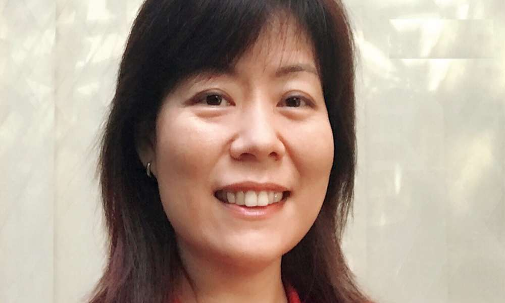 Mujer china lee libro sin saber que era la Biblia y se convierte a Cristo