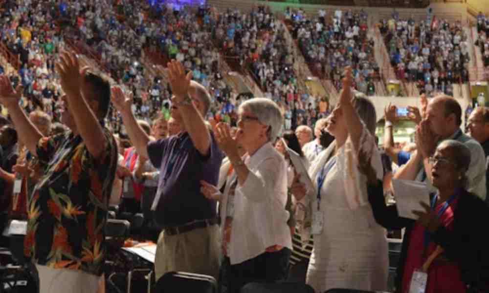 ¿Por qué algunos fieles siguen en la iglesia con malos pastores?
