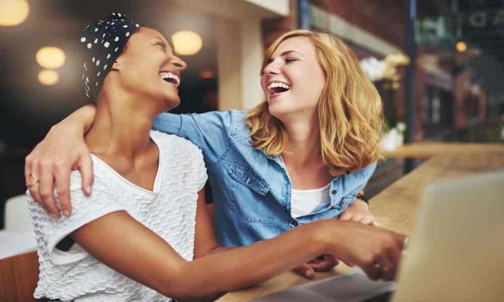 ¿Qué es la 'risa santa'? ¿Es bíblica?