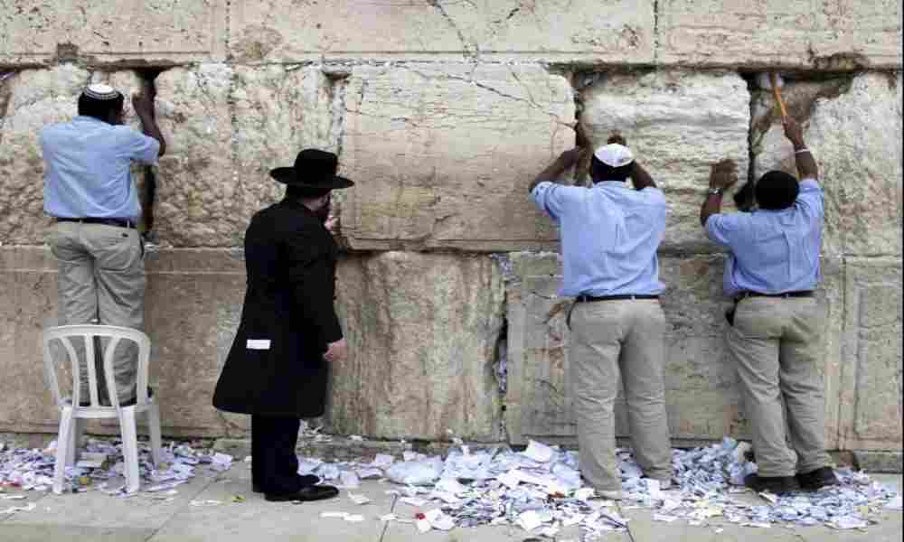 ¿Qué sucede con las cartas de oración en el Muro de los Lamentos?