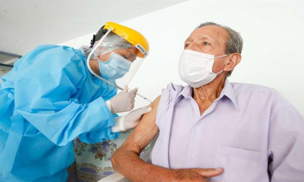Pastor casi muere por el Covid-19 y pide a las personas vacunarse